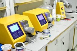 Рис.3 Анализаторы «ИНФРАСКАН-105» в лаборатории СЗАО «РапсКлецк», Республика Беларусь.
