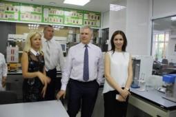 Посещение лаборатории Алтайского филиала Центр оценки качества зерна С.А. Данквертом и Ю.М. Королёвой